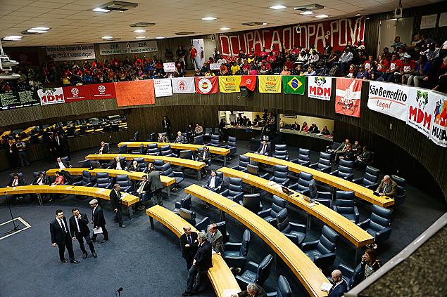 Reajuste salarial da Câmara de Monte Alegre resiste; em São Paulo, cai, camara de vereadores de SP