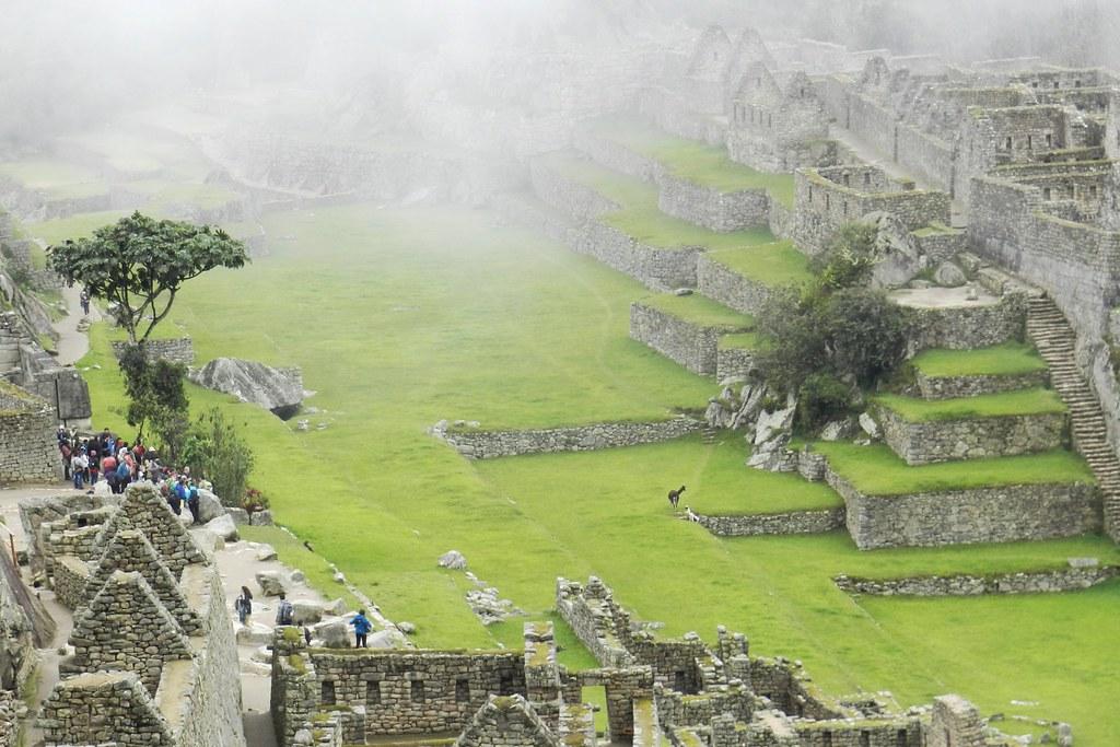 Peru Machu Picchu plaza principal 06