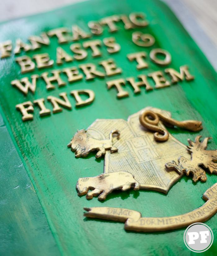 """Bolo """"Animais Fantásticos e Onde Habitam"""" (Fantastic Beasts and Where to Find Them) por PratoFundo.com"""