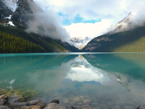Things to do in the Banff and Jasper National Parks: Hiking at Lake Louise