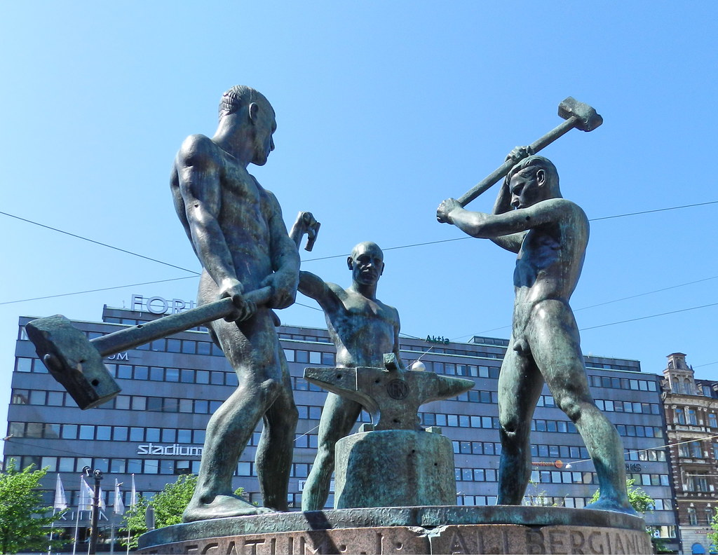 Escultura en la calle Helsinki Finlandia 17