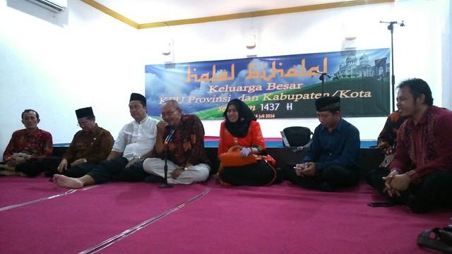 Wahyudi Purnomo saat memberikan sambutan dalam halal bi halal di KPU Prov. Jawa Timur(14/7)