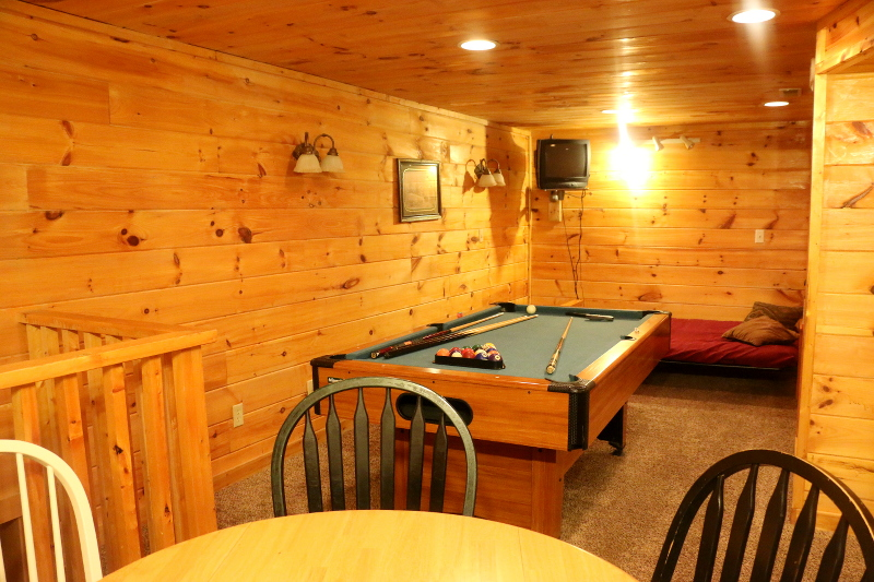 log-cabin-gameroom-basement-pool-table-18