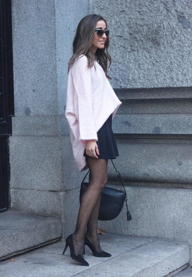 Pink sweater black skirt bulgari ring gloria ortiz bag heels outfit styel fashion01