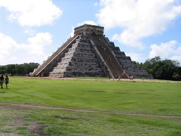 Chichen Itza Pyramid, Ycatan Mexico