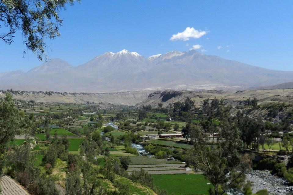 Arequipa Volcan Chachani desde el Mirador de Carmen Alto Peru 04