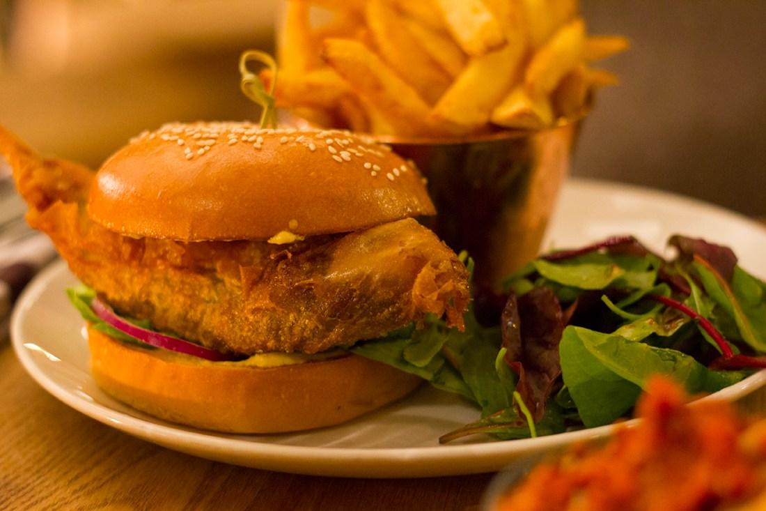 vegetable-samosa-burger-evelyns-manchester