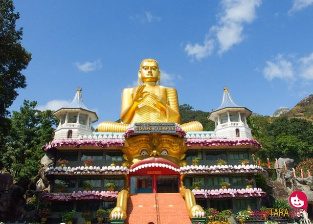 Fresh produce market and cave temples in Dambulla