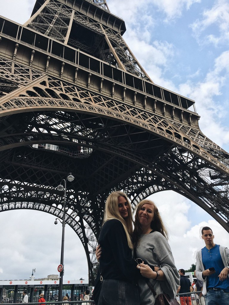 me lina eiffel tower paris