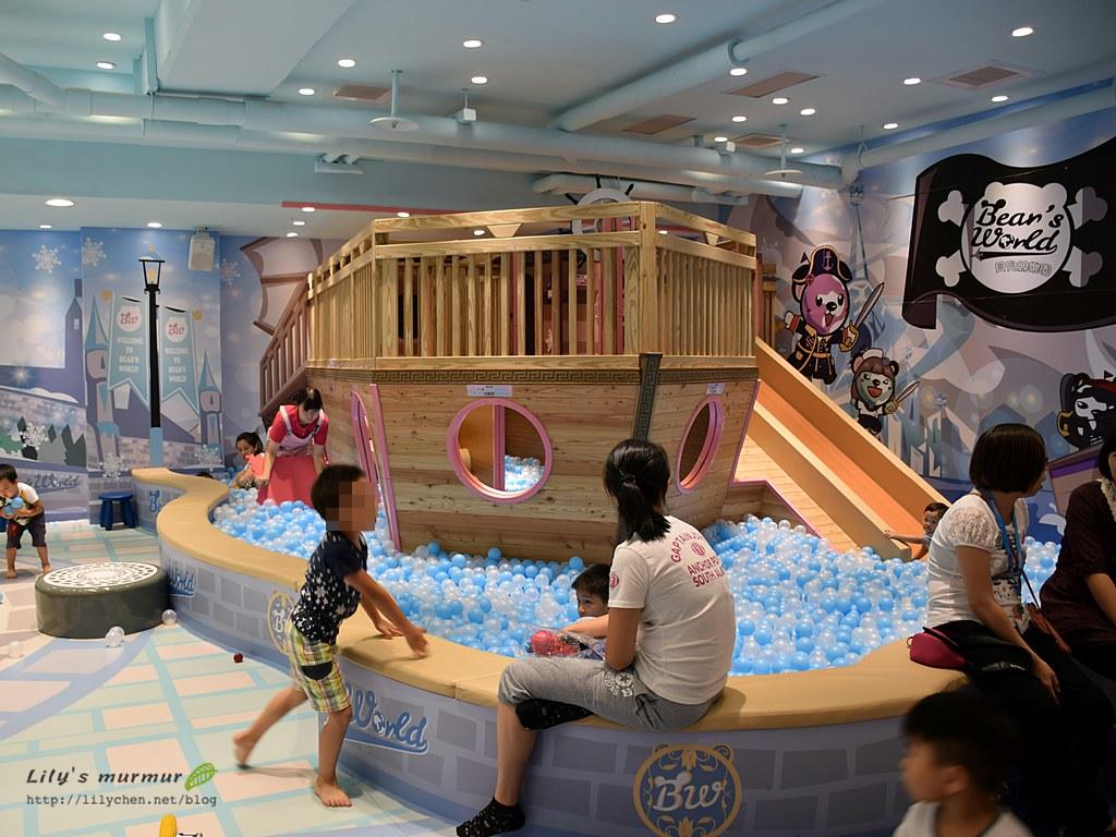 大木船球池區,孩子玩得很開心!