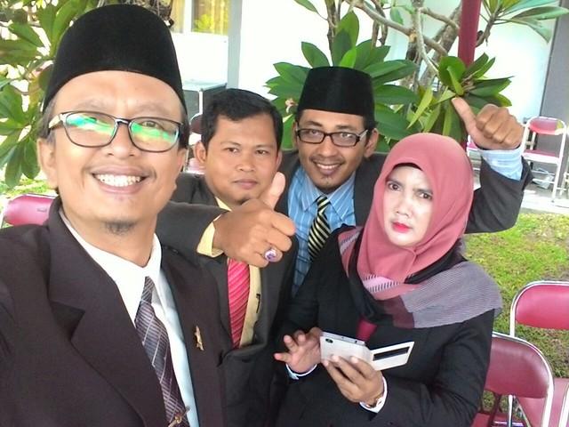 Komisioner dan Sekretaris KPU Tulungagung saat menghadiri detik-detik proklamasi di halaman Pemkab Tulungagung(17/8)