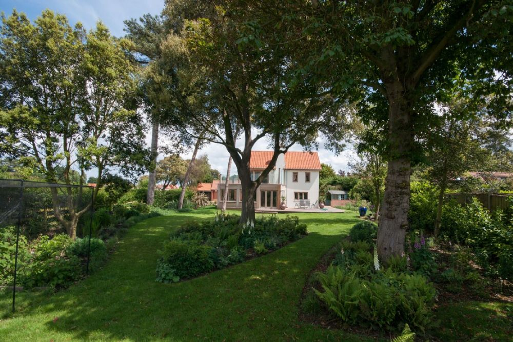 courts sofa dorm room covers norfolk holiday cottage to rent in thornham - salt marsh