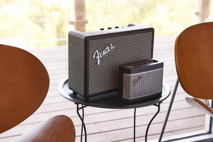 fender-btspeaker-family-lifestyle-07-1-1