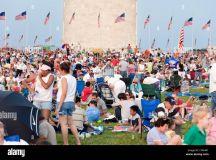 Washington Dc D.c. Crowds Gather Around The Base Of The ...