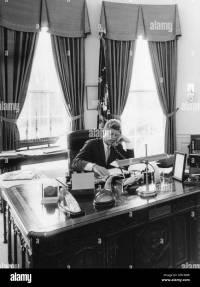 Oval Office Desk Stock Photos & Oval Office Desk Stock ...