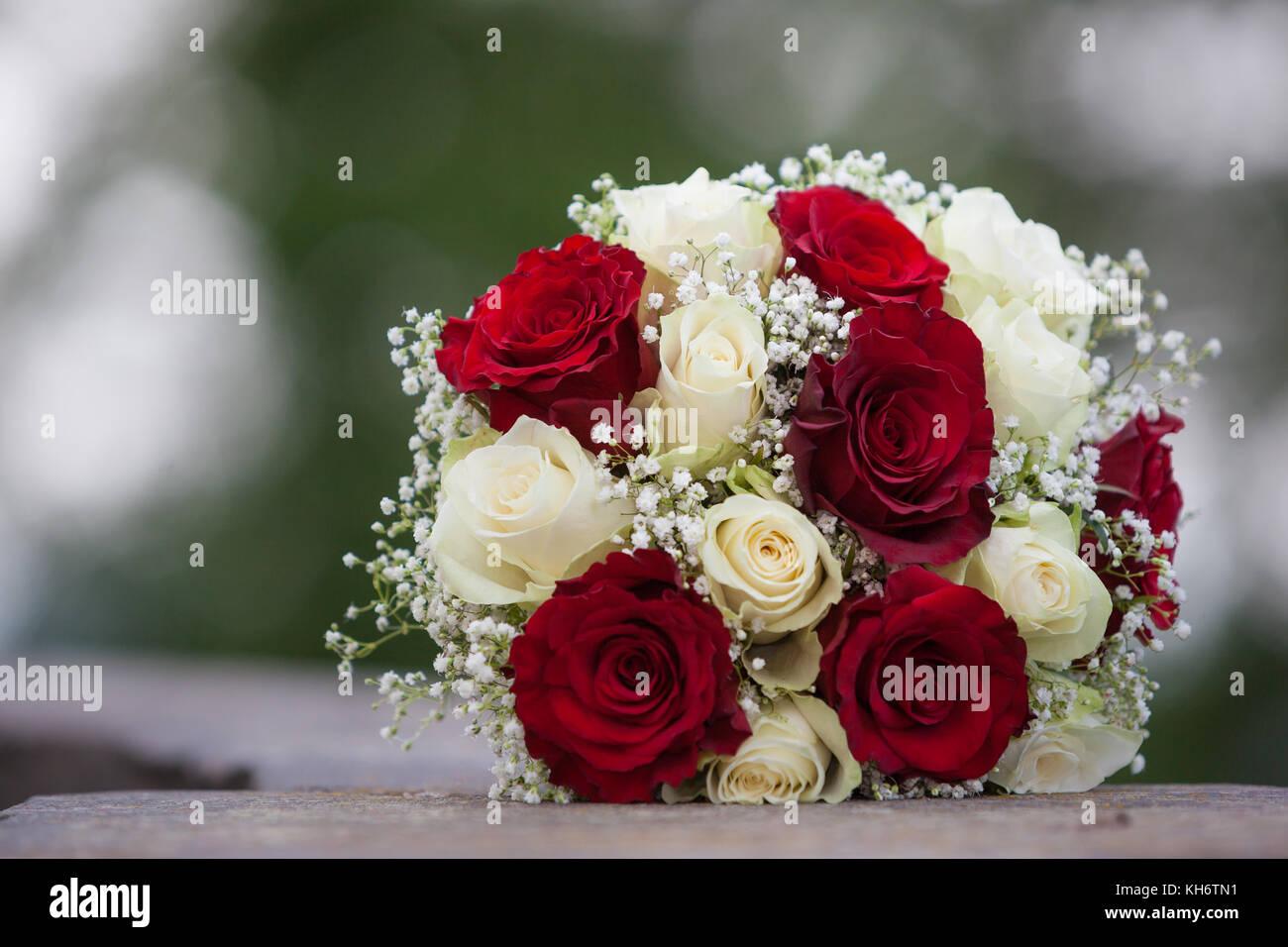 Hochzeitsstrauss Rote Rosen Blutenzauberegenhausen Brautstrauss In