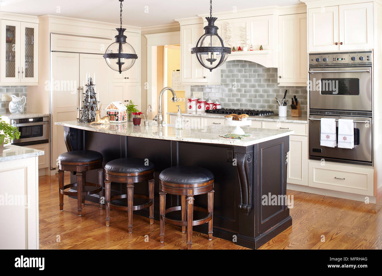 kitchen island stool portable cabinets for small apartments bar stools at breakfast in traditional style fairfield new jersey usa