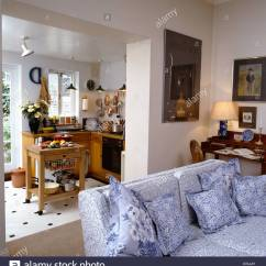 Kitchen Settee Height Of Bar Stools For Counter Blue And White Floral Patterned In Small Apartment With Extension