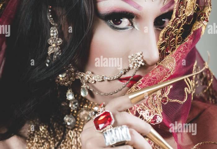 Headshot Mujer Vestida Con Ropa Tradicional Hindú Profusamente
