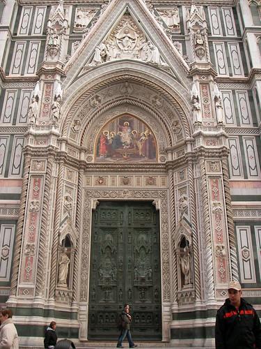 Fachada principal de la Catedral de Florencia en la Piazza del Duomo. ViajerosAlBlog.com.