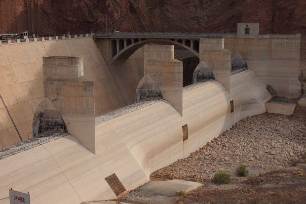 Arizona-side spillway, bone dry
