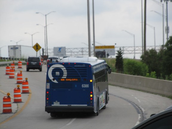 Pace Bus enteing the the Tollway at Devon Ave