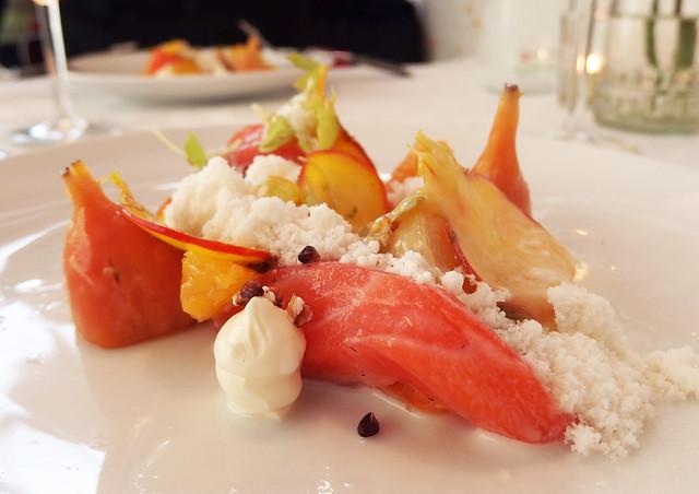 Salmon, horseradisch, beetroot