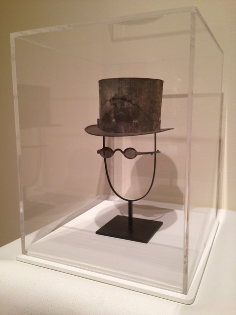 Anniversary Tin: Man's Top Hat and Eyeglasses