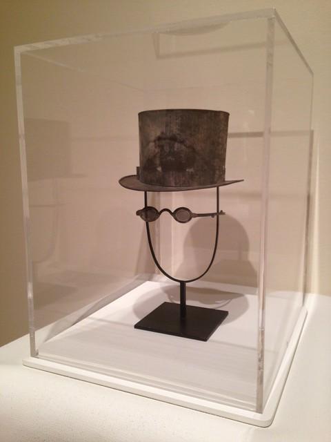 Anniversary Tin: Man's Top Hat and Eyeglasses