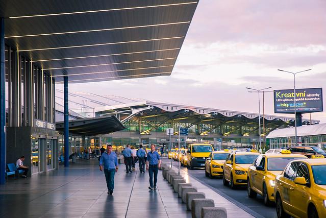 捷克/布拉格-哈維爾國際機場到布拉格市區交通方式/交通票券購買 - 王獅子 leo-sheng