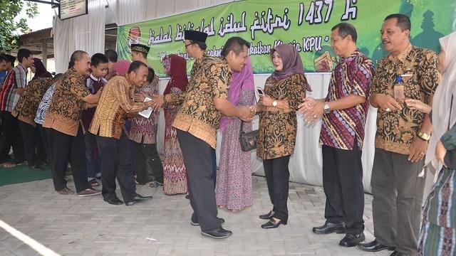 Suasana halal bi halal KPU Kab.Tulungagung(13/7)