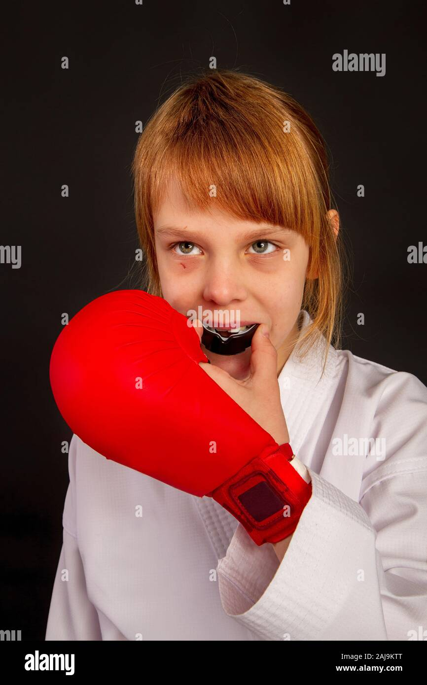 Alat Karate : karate, Karate, White, Kimono, Outfit, Preparing, Fight,, Mouth, Protective, Mouthpiece, Stock, Photo, Alamy