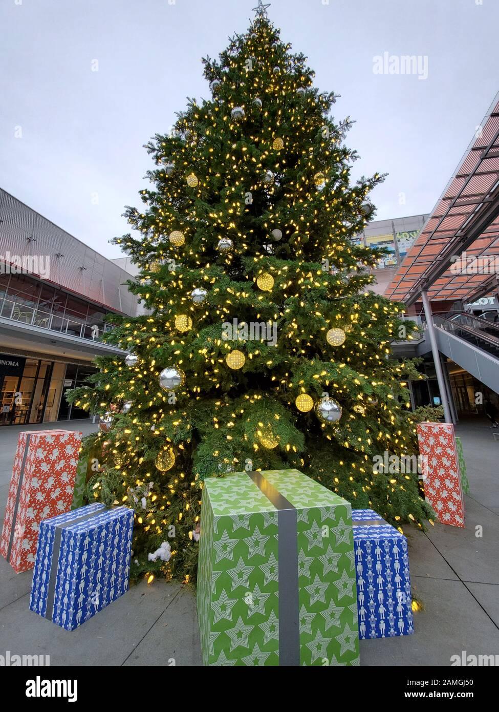 San Ramon Mall : ramon, Large, Christmas, Center, Bishop, Ranch,, Shopping, Ramon,, California,, November, Stock, Photo, Alamy