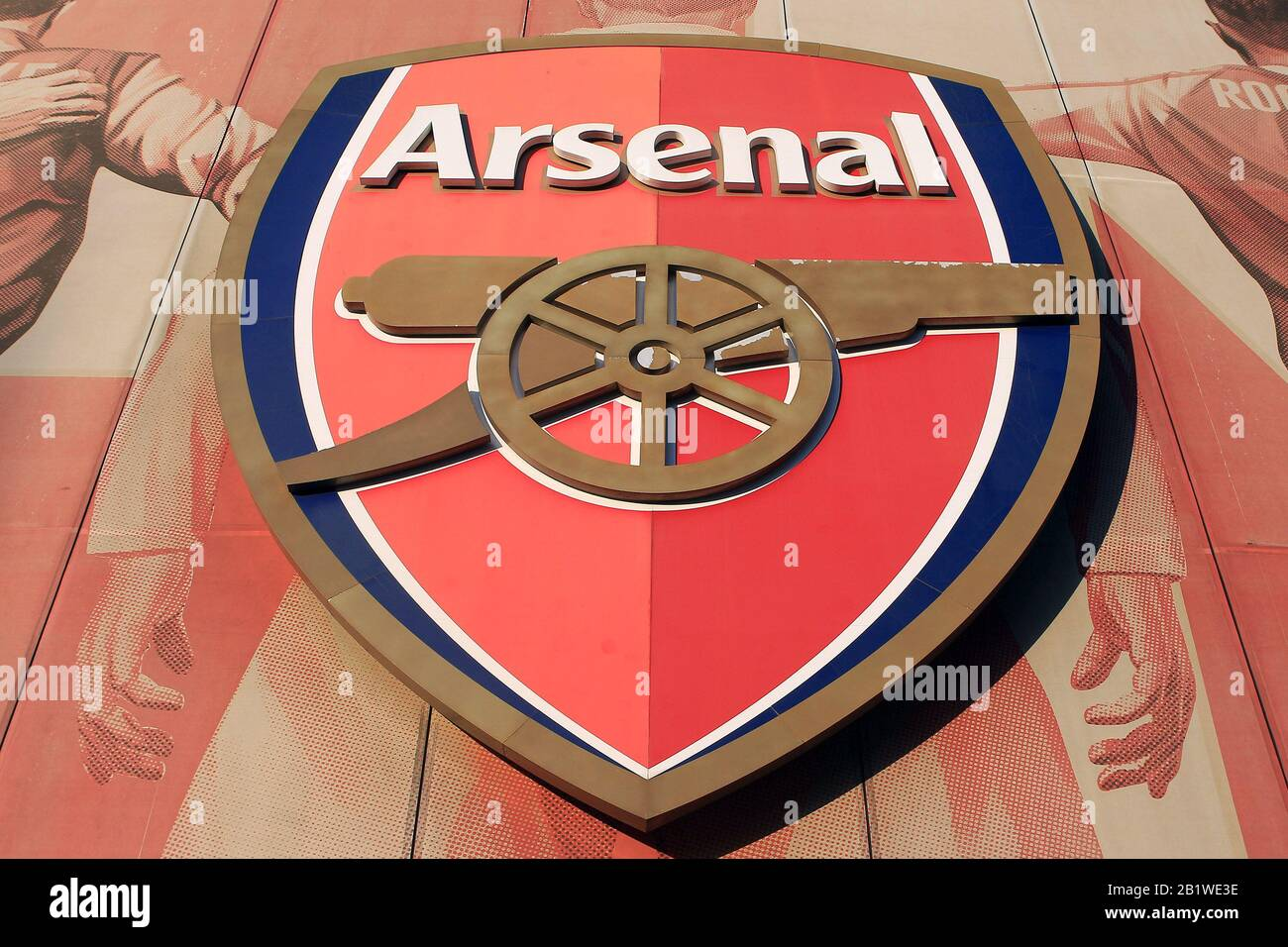 https www alamy com london uk 27th feb 2020 a general view of large arsenal club logo outside the stadium uefa europa league round of 32 2nd leg match arsenal v olympiacos at the emirates stadium in london on thursday 27th february 2020 this image may only be used for editorial purposes editorial use only license required for commercial use no use in betting games or a single clubleagueplayer publications pic by steffan bowenandrew orchard sports photographyalamy live news credit andrew orchard sports photographyalamy live news image345381890 html