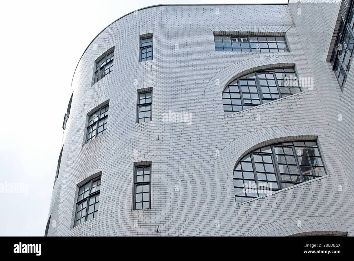 1920s Art Deco Architecture Factory Warehouse Sandersons Warehouse 19 23 Wells Street London Wc1 By Richardson Gill Stock Photo Alamy