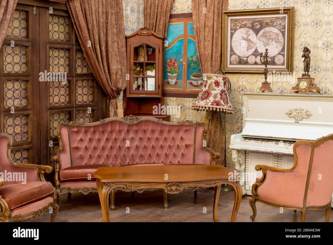 Antique French Sofa High Resolution Stock Photography And Images Alamy