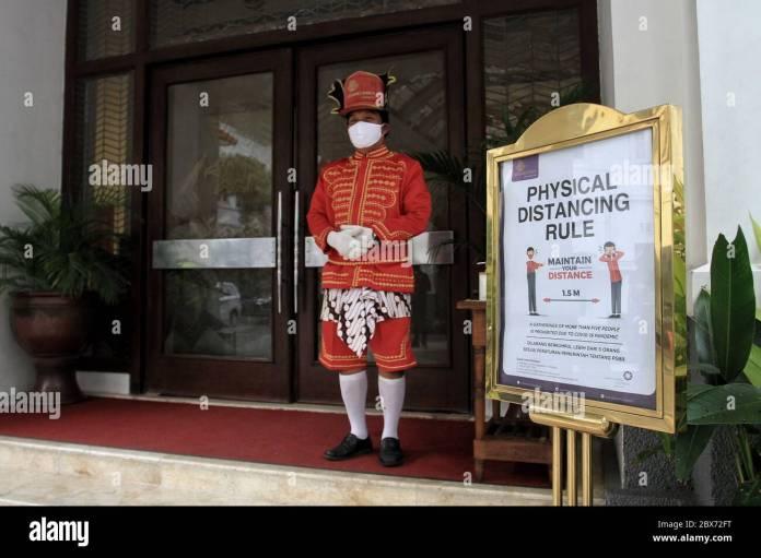 Yogyakarta Indonesia 05th June 2020 A Employee Of The Grand Inna Malioboro Hotel Yogyakarta Wear Javanese