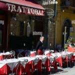 Pisa Italy March 06 2015 Waiter Of Italian Restaurant Standing Outdoor And Waiting For Customers Stock Photo Alamy