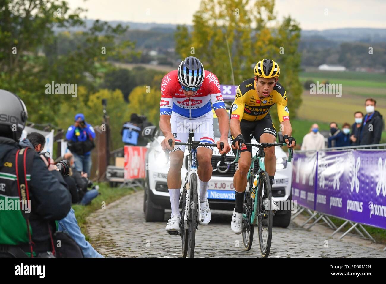 https www alamy com oudenaarde 18 10 2020 cycling ronde van vlaanderen mathieu van der poel wint de ronde van vlaanderen voor wout van aert image382836685 html