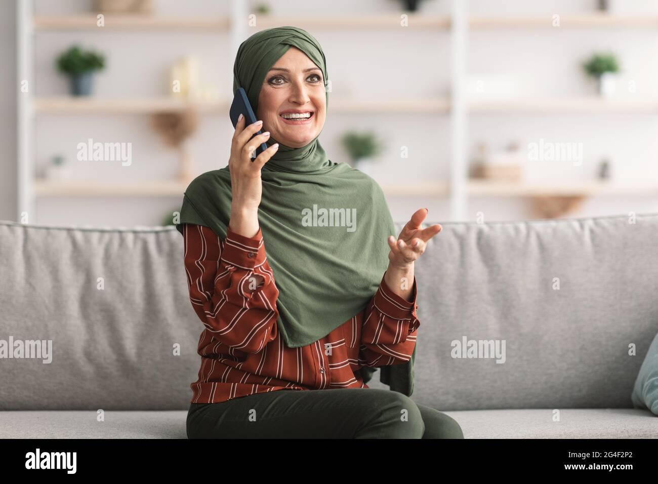 Rheinloft den widerstehen slave abenddinner. Page 2 Arab Woman Sitting On Sofa High Resolution Stock Photography And Images Alamy