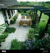 Restrained perennial planting in narrow borders and ...