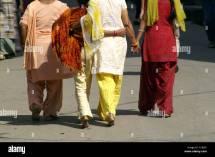 Indian Women Walking Home - Quality Porn