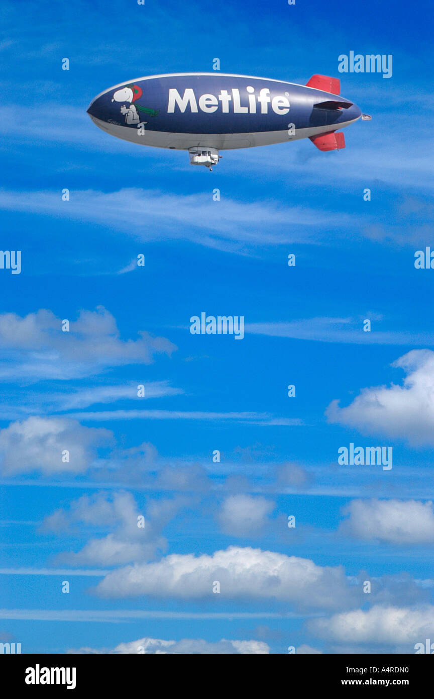 Zeppelin Advertising Hot Air Balloon Air Ship Blip Day Bright Warm Stock Photo Alamy