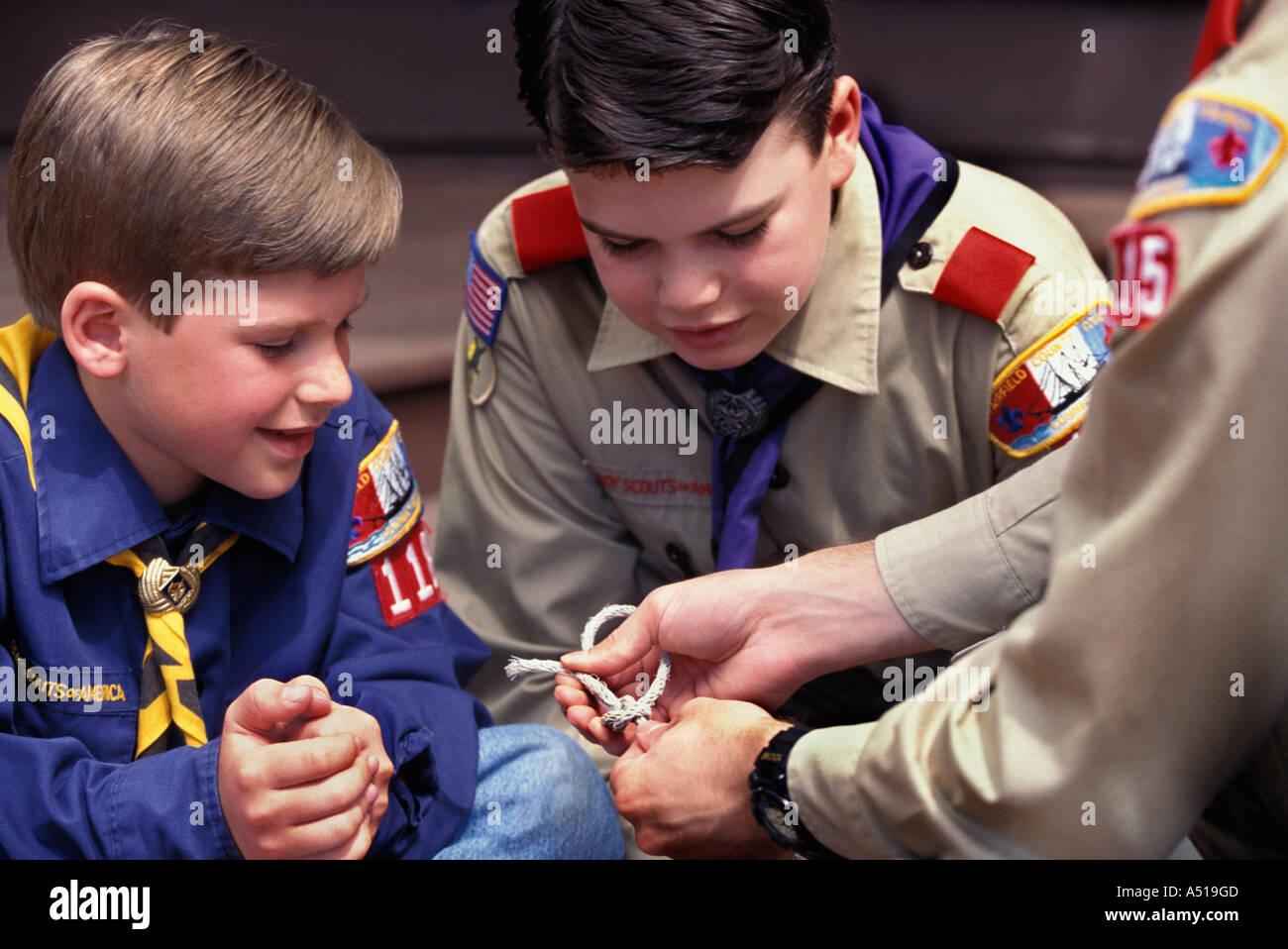 Boy Scout Teaches Weblo And Cub Scout To Tie Knots User