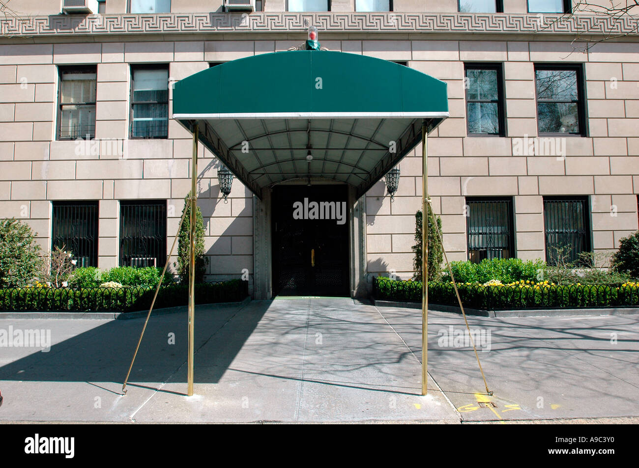 Ritzy apartment building entrance in NYC Stock Photo