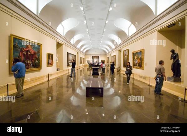 People Prado Museum In Madrid