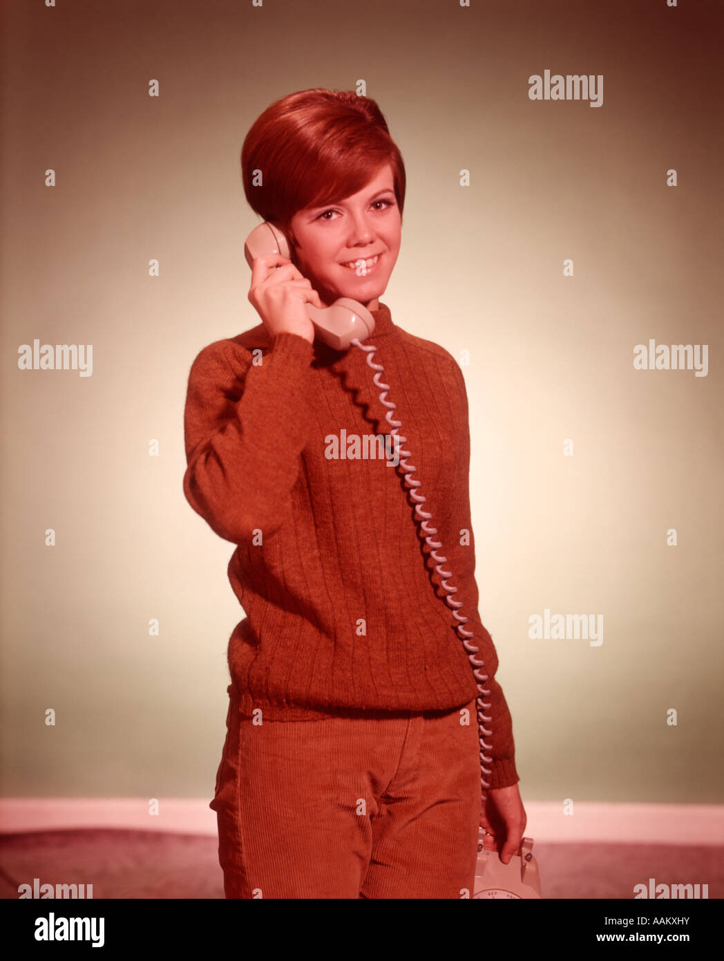 Woman Retro Phone S Stock Photos Amp Woman Retro Phone