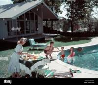 1950s FAMILY OF 4 BACKYARD SWIMMING POOL HOUSE MOM SERVING ...