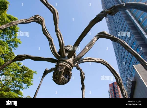 Giant Sculpture Spider Maman