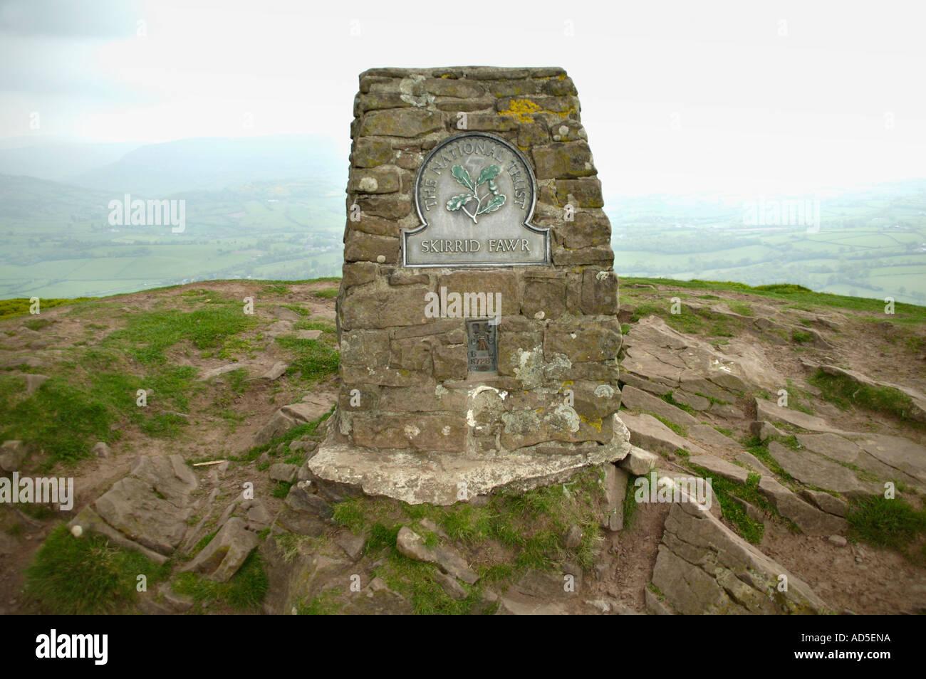 Summit of Skirrid Fawr the Holy Mountain near Abergavenny Stock Photo: 7606233 - Alamy